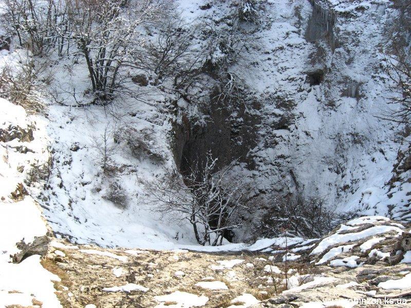 Пещера  Бездонный колоде, глубиной около 200 метров