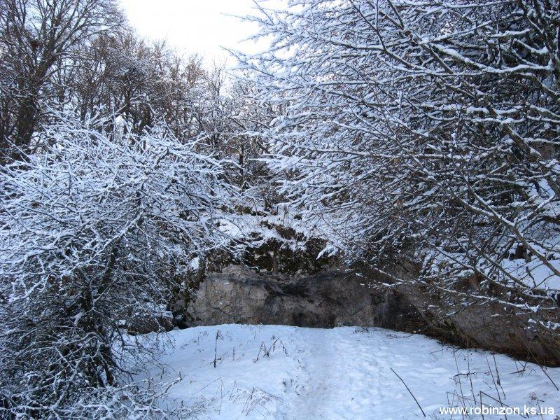 Вход в пещеру Тысячеголовая