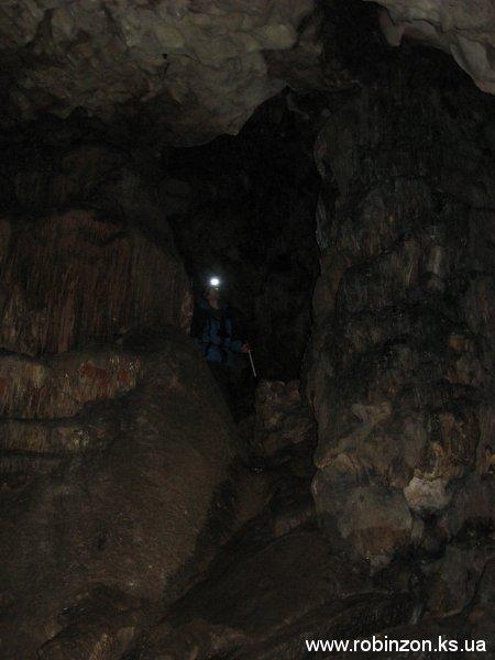 Мы идём по пещере