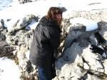 Рядом в камнях нашли геокешинский тайник
