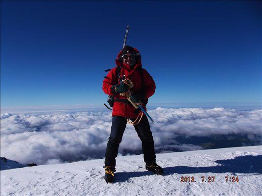 На вершине Казбека 5033м.