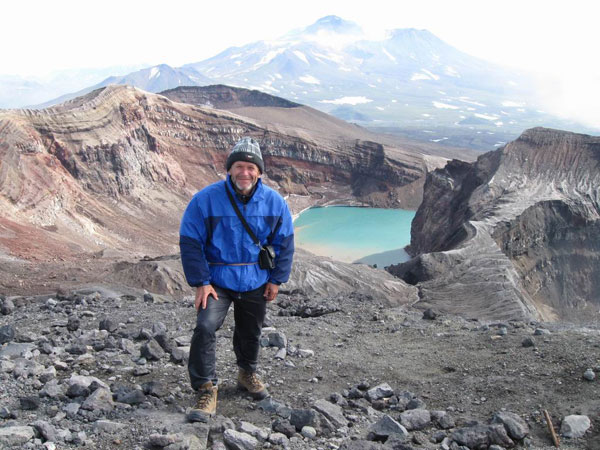 Шумбасов Николай Иванович. Камчатка, у кратера вулкана Горелый 1828 м, август 2008г.